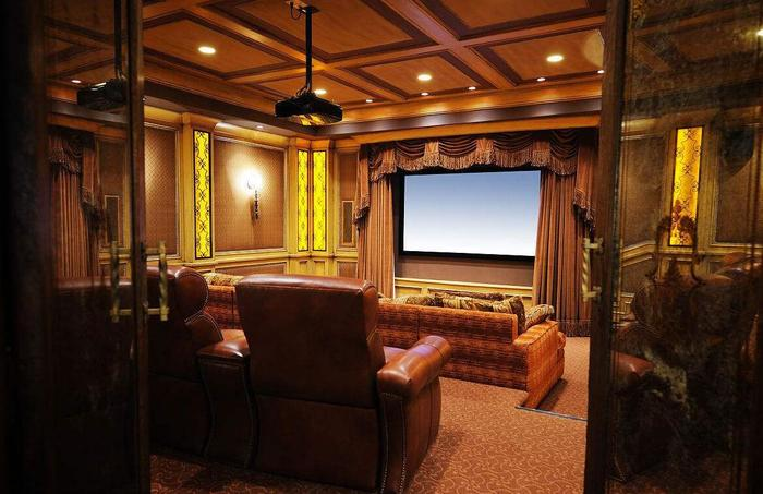 家庭影院屋怎么设计?什么品牌的家庭影院值得买?
